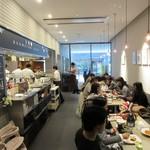 文明堂カフェ - 店内、空気感がよいです。