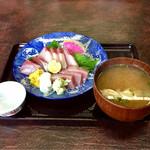 氷見魚市場食堂 海寶 - 鰤刺しと味噌汁