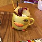 まちのちいさなパフェ屋さん - 子供用   イチゴみるくパフェ    ¥320