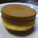 杉乃屋 - 黄金饅頭(クリーム110円)
