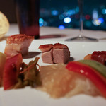 センス - 前菜:もち豚チャーシュー、合鴨のロースト、豚のロースト     くらげの酢漬け、野菜のピクルス