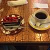 カフェ・ナポリ - 料理写真:いちごとブルーベリーのケーキとホットコーヒー。 税込800円。 うまし。