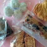 かのこ庵 - 焼き菓子は1袋ALL180円。バスクやシュトレンもあります。