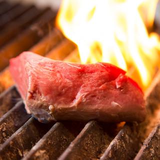 『炭焼焼グリル』が席の目の前で!調理のダイナミックな臨場感!