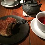 キュイジーヌ エ ヴァン アルル - ティラミスと鉄瓶紅茶