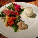 キュイジーヌ エ ヴァン アルル - 週末ランチの前菜 〜右は半熟卵、手前は帆立