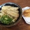 うどんの小麦冶 - 料理写真:ごぼう天うどん=330円 いなり=120円