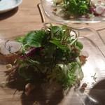 60536252 - タイラギ貝の炙りとクルミのハーブ野菜のサラダ