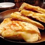ソウルフードインディア - チーズナン 650円