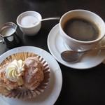 カフェドゥラプレス - ブレンドコーヒー&シュークリーム