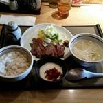 三代目 文治 - 牛タン定食(1200円)