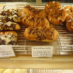 関口フランスパン - こちらはデニッシュ系。美味しそう♪しかも安い!