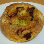 関口フランスパン - ドライトマトペストリー(179円)♪デニッシュはさくさくでバター感もたっぷり☆