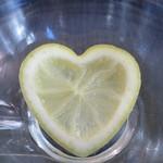 カフェ コムサ - ハート型のレモンアップ