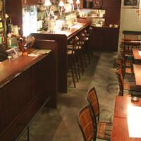 黒龍天神樓 - テーブル席とカウンター席です