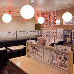 海鮮丼の浦島 - 仕切りがあり向い合せに4~6名様が座れます。
