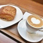 ウニール - カプチーノとパン・オ・ショコラ