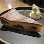 60646918 - ラム漬けイチジクのチーズケーキ2