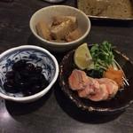 鮭ちゃづけ - お通しのあん肝、黒豆、薩摩揚げ
