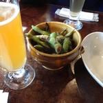 クラフトビアバル IBREW WIRED - ベルジャンホワイトと焼き枝豆です