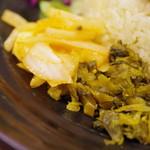 スパイシーカレー 魯珈 - アチャールとマスタードオイル高菜