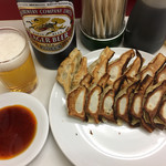 赤萬餃子 - 餃子1人前7ケ290円×2 ビール大瓶500円