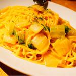 クラフトビアハウスモルト - 紅ズワイガニと白菜のスパゲティ