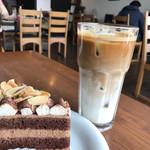 CAFÉ de ROMAN - アイスカフェラテ