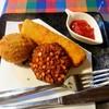 シナモンガーデン - 料理写真:スリランカあげもの3個セット 800円(税込)  カトゥレット(鯖のコロッケ)、ワデー(レンズ豆と葱他のかき揚げ風)、ロールス(挽肉、じゃがいも、野菜をココナッツ味のパンケーキの皮で巻いた揚げ物)。