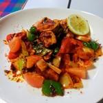 シナモンガーデン - フィッシュデビル 950円(税込)  カジキマグロといろいろ野菜のトマトソース炒め。いろんなスパイス入りで美味かった。