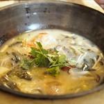 味坊鉄鍋荘 - 酸菜魚