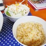 タイ居酒屋 トンタイ - ランチセットのチャーハンとサラダ