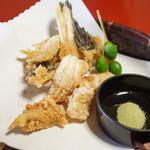 魚信旅館 - オコゼ唐揚げ 串銀杏