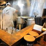 博多一双 - 厨房。