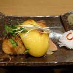 60704934 - 秋鮭と焼き林檎重ね焼き