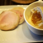 中華蕎麦 三藤 - 叉焼も上出来ですが、煮玉子の黄身は日本一クラス!