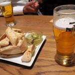 TAVERNA UOKIN - ビールとお通しのフォカッチャ
