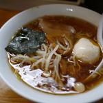 らぁめん めん○ - スッキリ醤油な江戸っ子らぁめん+煮玉子でナント420円Σ(゚Д゚)!