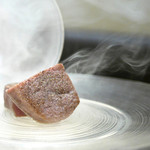 けんしろう - 名物けんしろう焼き(宮崎牛シャトーブリアン)、桜のチップスモーク