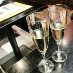 バーン・キラオ - サービスのシャンパン