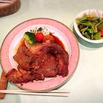 あるるかん - 大仏ステーキと付け合わせのサラダ