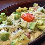 Gardens Pasta Cafe ONS - ★★★☆ アボカドわさびカルボナーラ クリーミーで濃厚 アボカドがフルーツのように甘くて爽やか ♪ 平麺の生パスタはもちもち