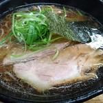 麺哲 - 醤油 700円