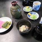 由屋 - つゆ、漬物、薬味、小鉢
