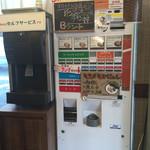 夕日のキラメキ一乗寺 - 店内の食券機