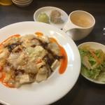 瓦町仔鹿 - 白い麻婆丼ランチ850円