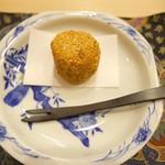 芝濱 - 里芋を使った胡麻団子