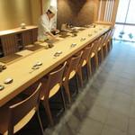 寿司つばさ - カウンター席8席(この日は9席・掲載許可済み)♪