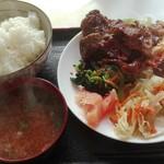 おばちゃん八百屋 - カシラ定食500円