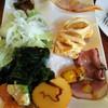 Ocean table - 料理写真:サラダ、ピザ、伊達巻き、アップルパイ